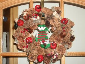 Dec 7: hiding in the wreath