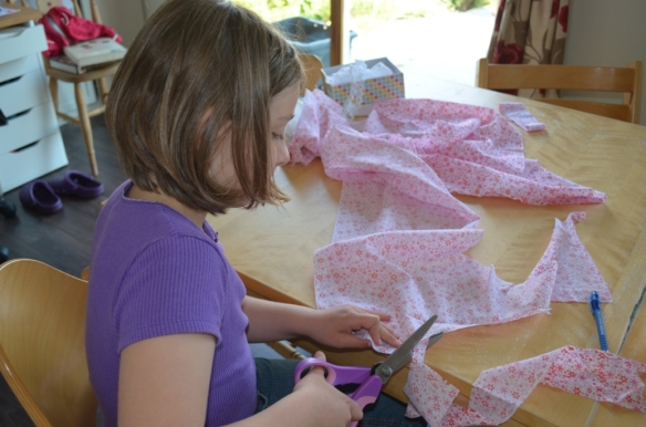 Maxi cutting out a fabric circle