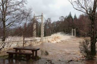 Cambus o' May bridge 30 Dec 2015 Picture by Ross Johnston, Newsline Media.