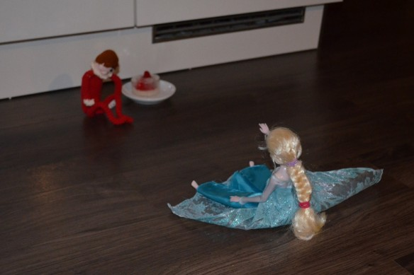 elf on the shelf and elsa from frozen